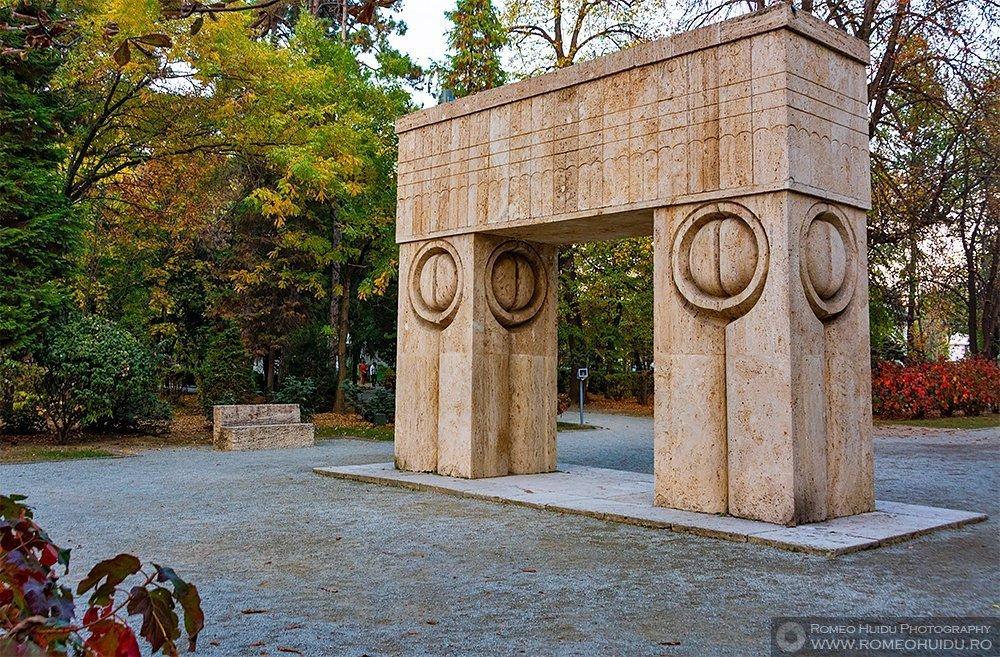 Poarta Sarutului - Constantin Brancusi